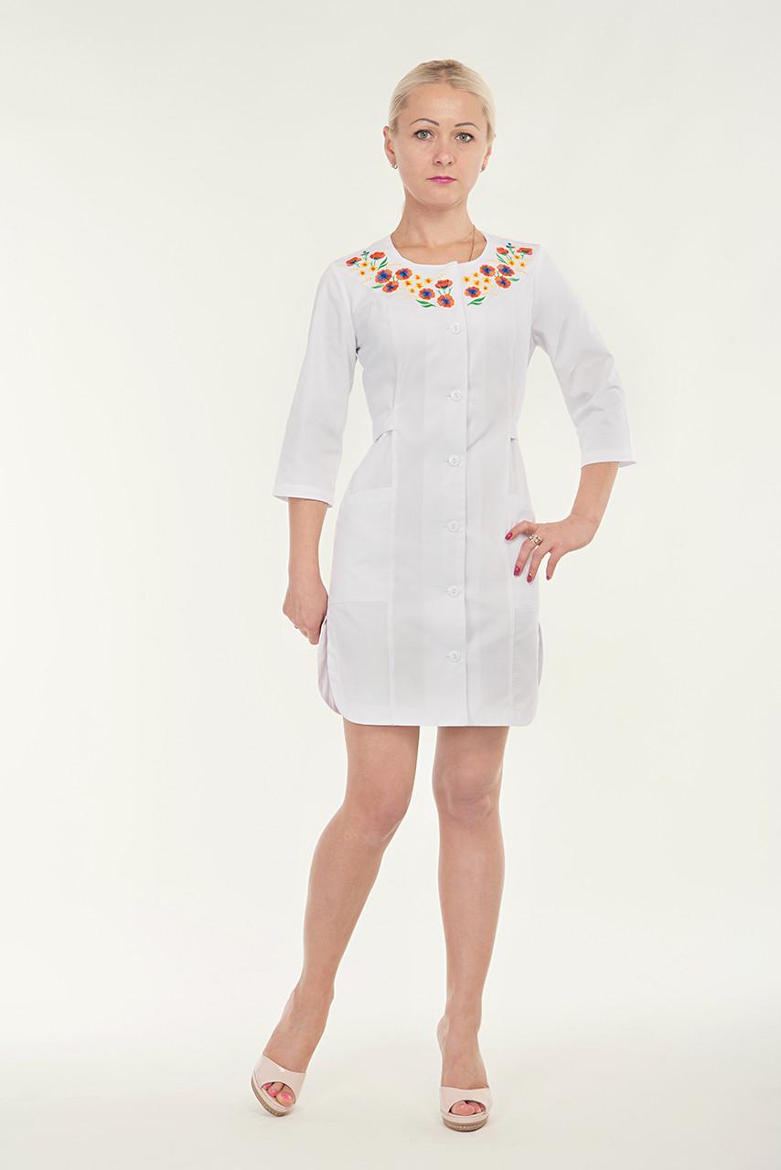 Халат белый медицинский с красивой вышивкой