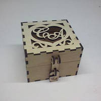 Шкатулка для свадебных колец с инициалами. Размер 10х10х7 см.