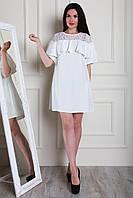 Красивое нарядное прямое платье с воланами на плечах