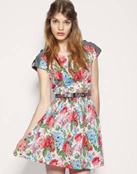 С чем носить открытое платье летом?
