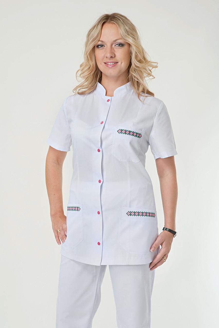 Медицинский женский костюм белый с вышивкой