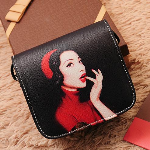 Маленькая сумочка через плечо с оригинальным принтом