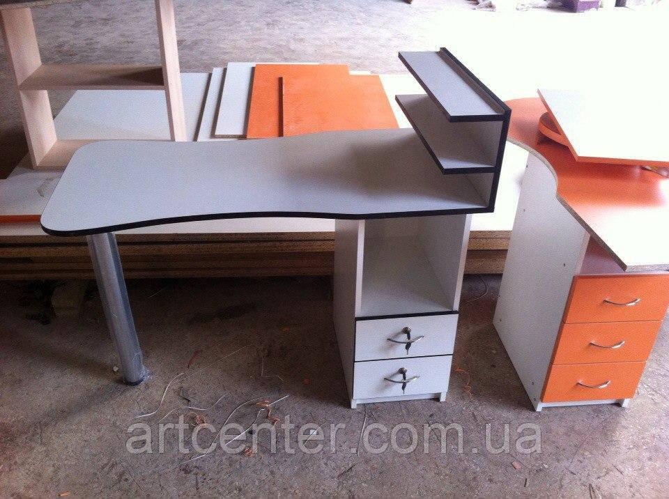 Маникюрный стол с полочками и закругленной столешницей складной