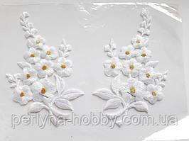 """Аплікація вишивка клейова парна """"Квіти"""" білі  з люрексом, 12 см 1пара"""