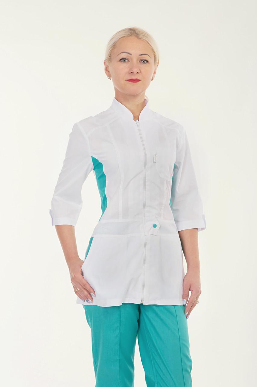 Медицинский женский костюм комбинированый белый с бирюзовыми штанами