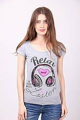 Женская футболка в молодежном стиле