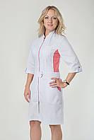 Белый медицинский халат на замочке с коралловой вставкой