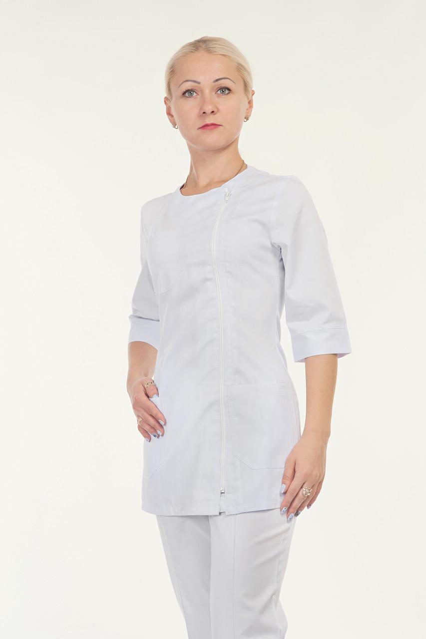 Медицинский женский костюм однотонный белого цвета