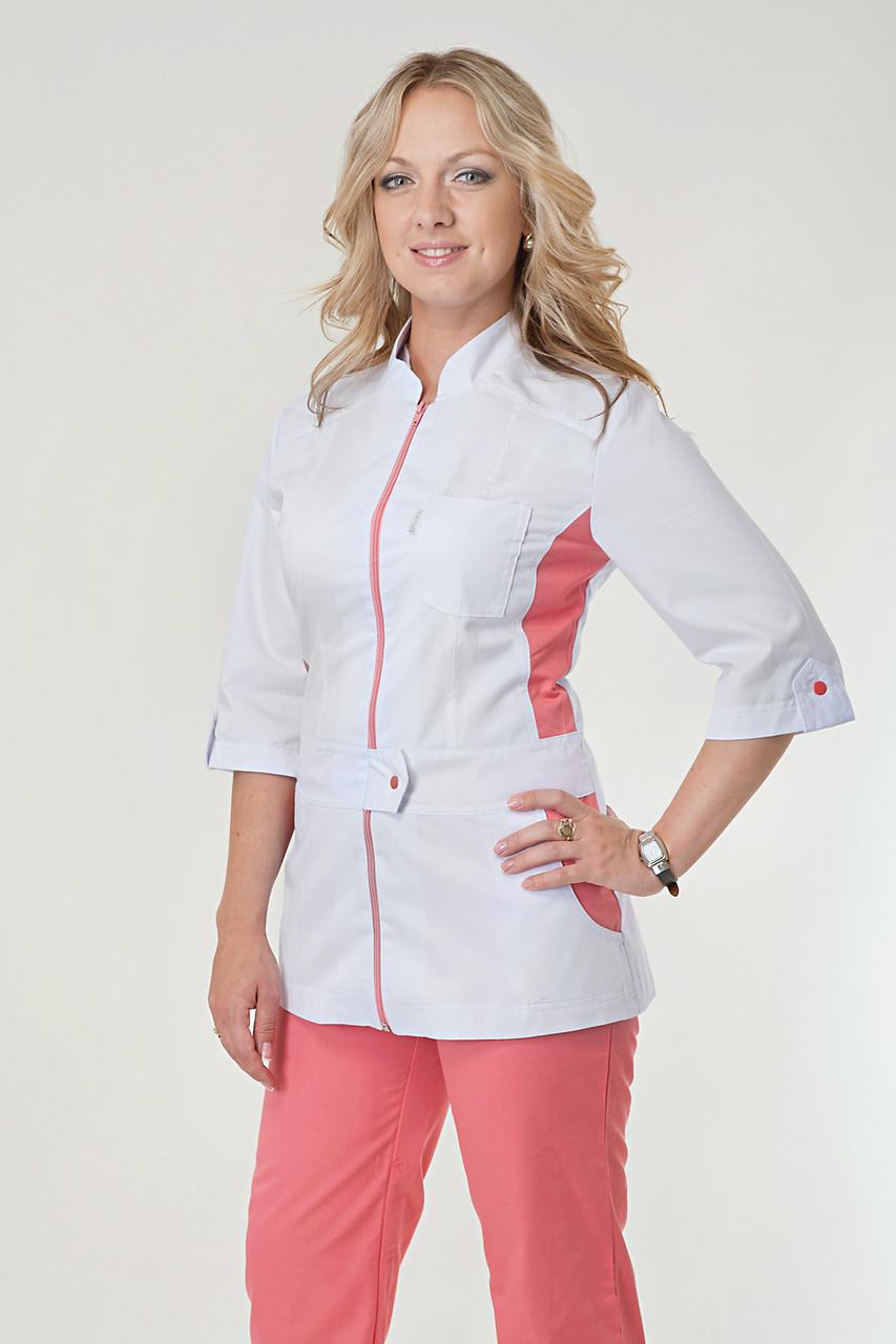 Медицинский женский костюм комбинированный белый с коралловыми штанами