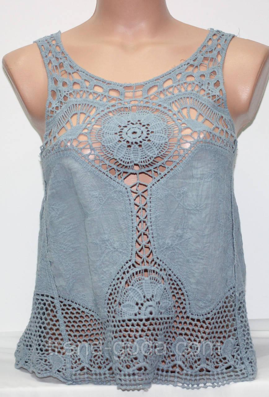 Майка летняя женская с вязанными вставками, серо-голубая