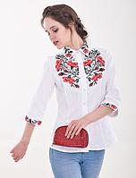 Женская белая блуза с цветочной красно-черной  вышивкой.