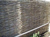 Плетенный деревянный забор из лозы в Украине