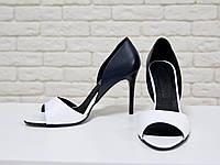 Босоножки из натуральной кожи белого и черного цвета на каблуке-шпилька