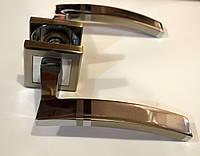 Модные межкомнатные ручки на квадратной розетке  в хроме