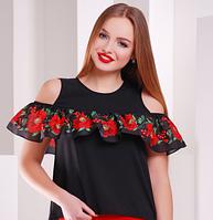 Красивая блузка с цветочным принтом