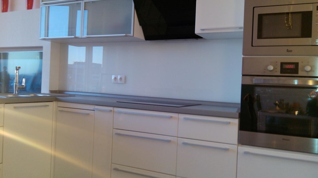 фартук на кухню стеклянный фото