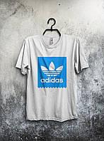 Белая мужская футболка Adidas с большим голубым принтом