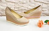 Женские бежевые лаковые туфли на устойчивой платформе., фото 3