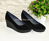 Жіночі чорні замшеві туфлі на стійкій платформі., фото 2