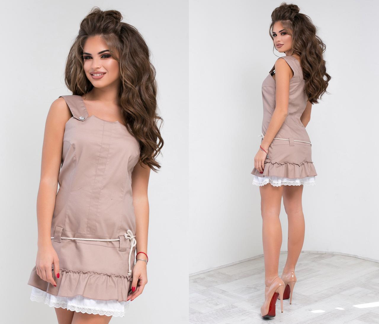 Платье выше колен с кружевом