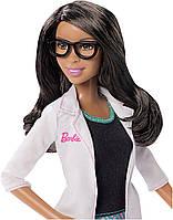 Набор кукол Barbie Careers Eye Doctor Doll and Playset (окулиста)
