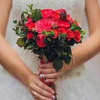 Букет невесты из пионовидной красной розы Пиано