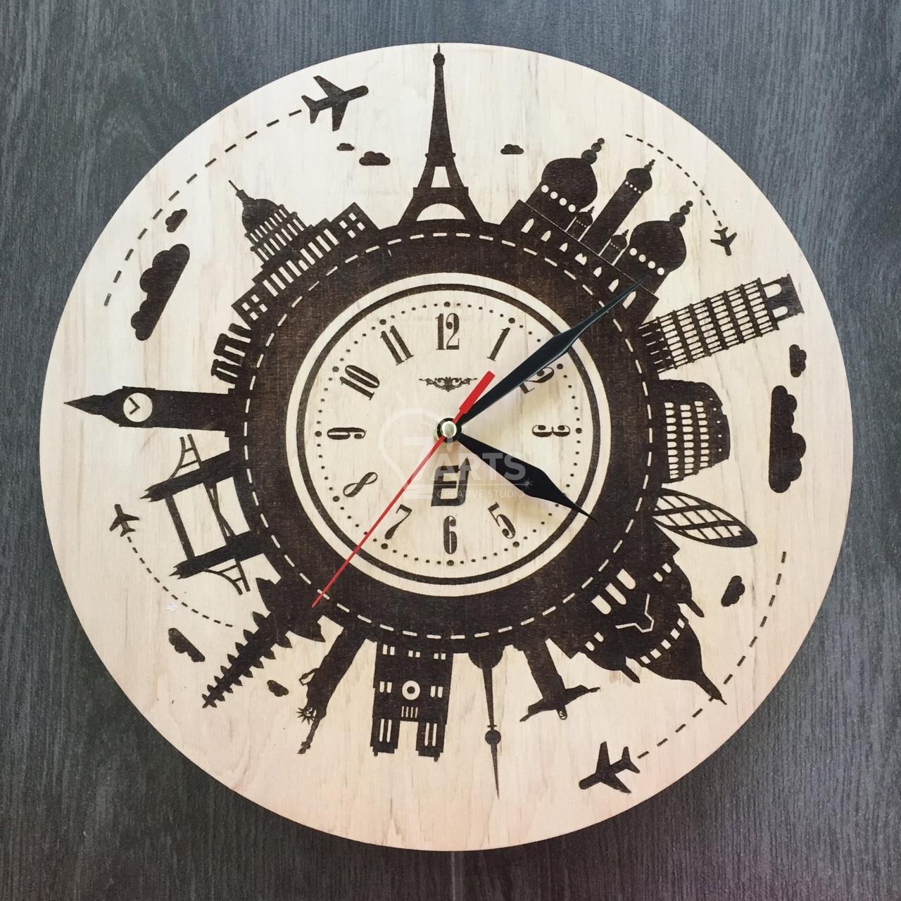Часы из дерева на стену «Вокруг света»