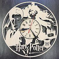 Часы деревянные интерьерные «Гарри Поттер в школе Чародейства»