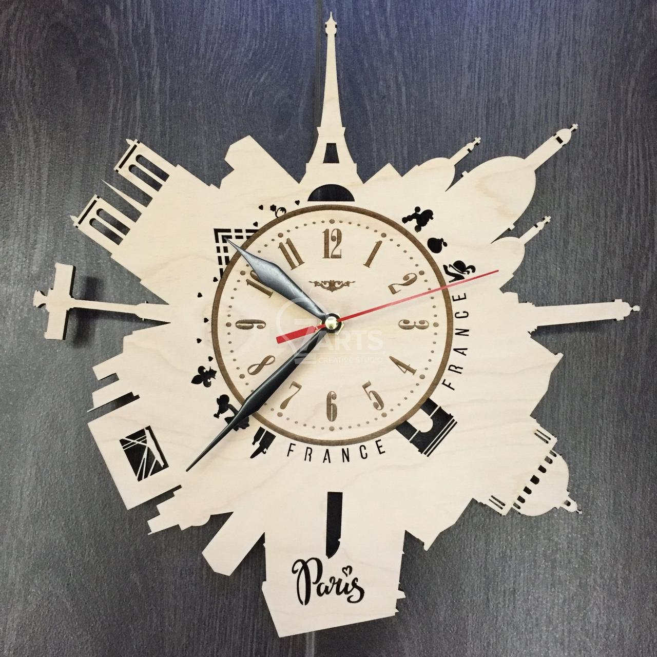 Интерьерные часы из дерева «Силуэты Парижа»