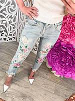 Джинсы женские AMK868 с цветами рваные