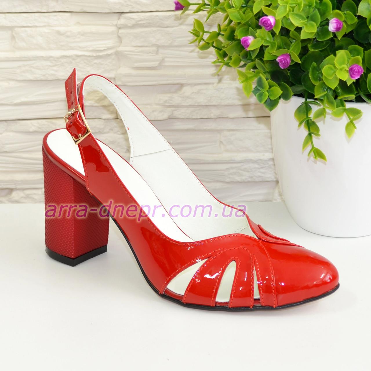 Стильные красные лаковые босоножки женские