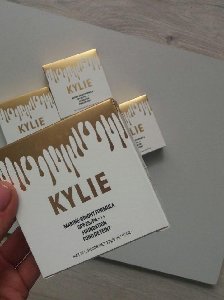 Компактная пудра Kylie Marine Bright Formula Powder 01, 02, 03