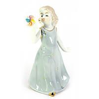 Девочка с игрушкой фарфор 12х7,5х5,5 см