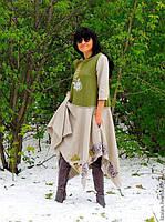 Платье из натуральной шерсти с вышивкой шелком