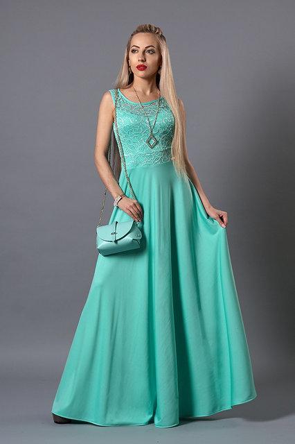 Красивое и стильное выпускное вечернее платье в пол с кулоном.