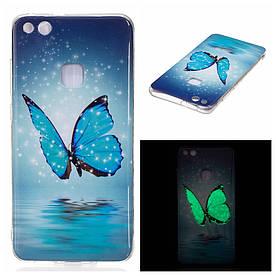 Чехол накладка для Huawei P10 Lite силиконовый светящийся IMD, Голубая бабочка над водой