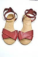 Красные кожаные сандалии