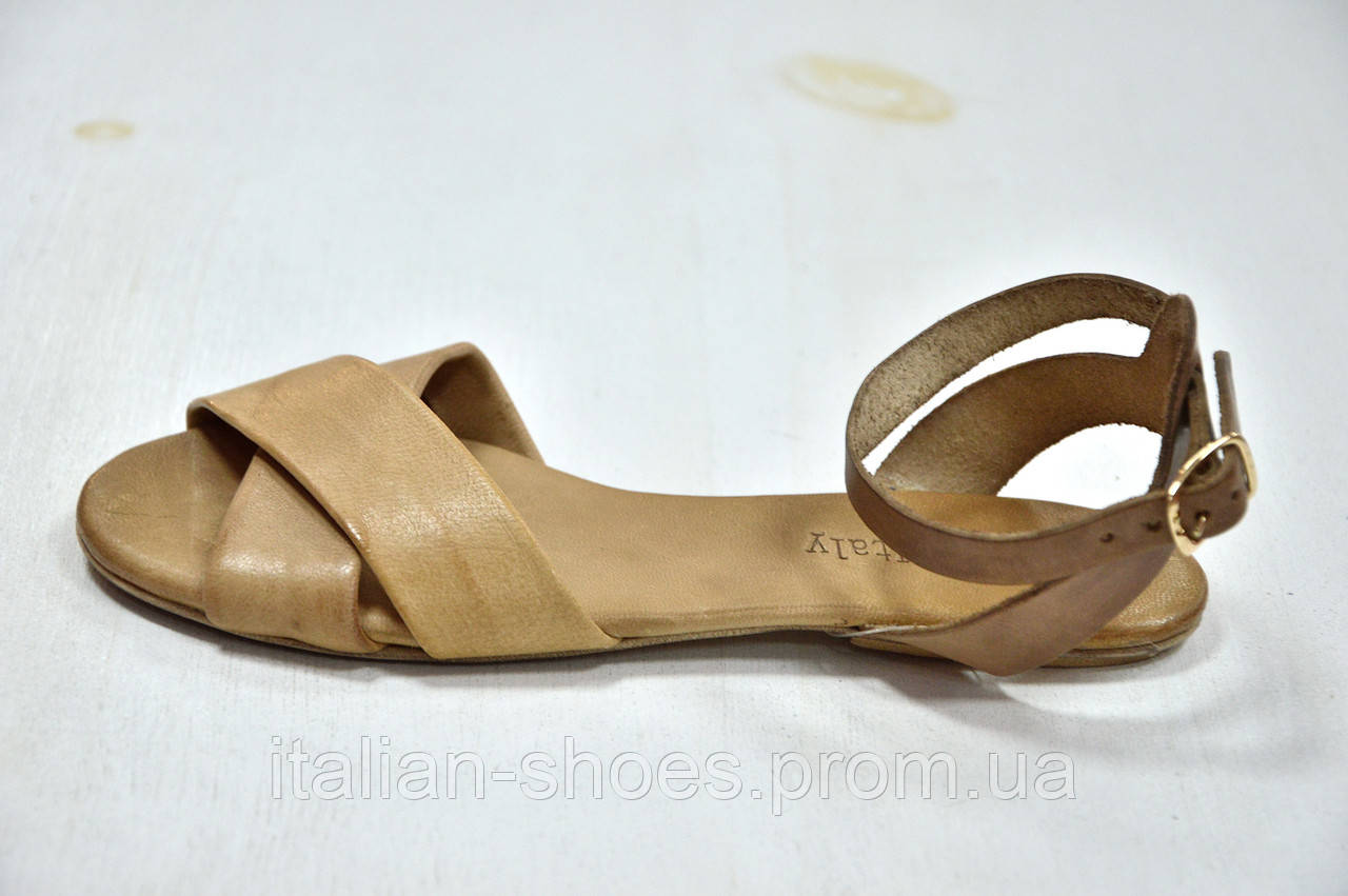 Бежевые кожаные сандалии