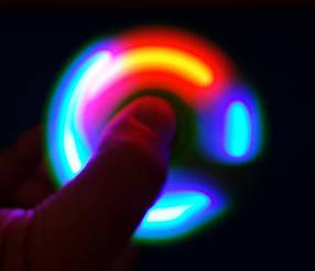 Спиннер Spinner Светящийся. Светится. когда крутится. Новинка новинок.
