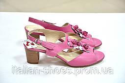 Розовые малиновые босоножки на низком каблуке Giorgio Ferri