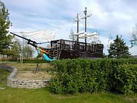 Деревянная беседка большой корабль с парусами