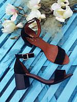 Босоножки элегантные на устойчивом (7 см) каблуке, черный замш