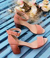 Босоножки элегантные на устойчивом (7 см) каблуке, пудра замш