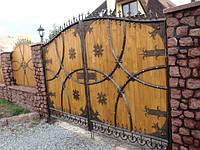Деревянные ворота с элементами ковки