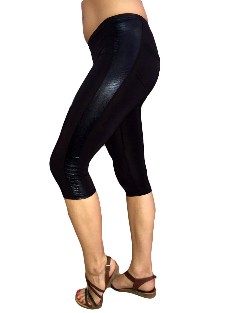 Женские капри микромасло №323 черные с карманами и вставками с узором