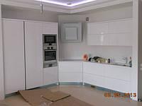 диагональная крашеная кухня