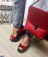 Элегантные женские туфли на танкетке с открытым носком, материал натуральная замша, внутри кожа. Цвет красный