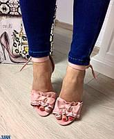 Элегантные женские босоножки на каблуку 11 см, материал искусственная замша, декор бантики. Цвет пудра