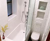 Стеклянная шторка на ванну