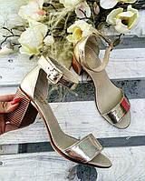 Элегантные босоножки на устойчивом каблуке